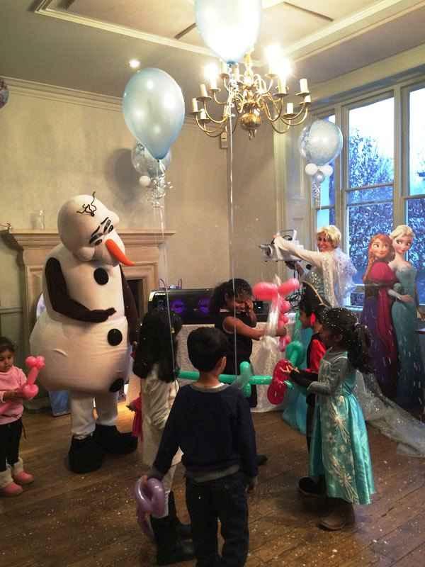 badut karakter olaf untuk pesta ulang tahun tema frozen